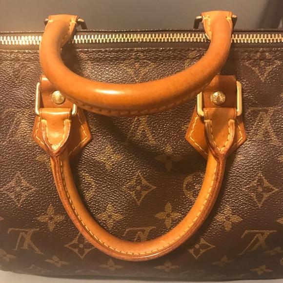 d617ff23028 Louis Vuitton Handbags - Authentic Lv Speedy 25 beautiful dark honey patina